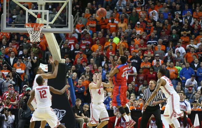 Dayton senior guard Vee Sanford (43) hits a running, 5-foot bank shot with 3.8 seconds remaining that proved to be the game-winning points.