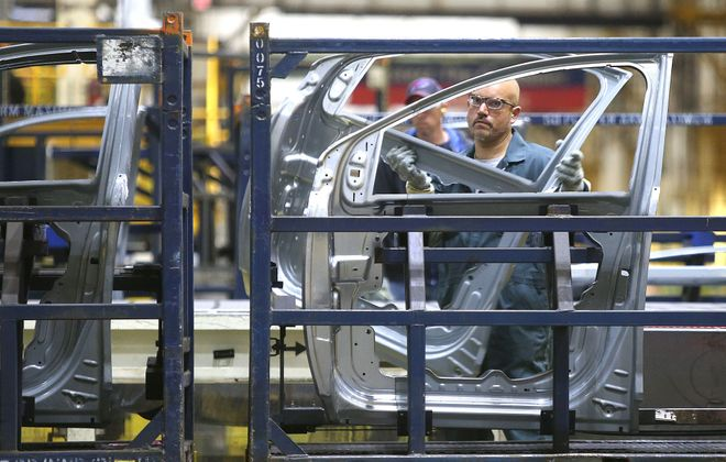 Ford workers at the Hamburg stamping plant will receive profit-sharing checks from the company that are 6.6 percent above the amount received last year.