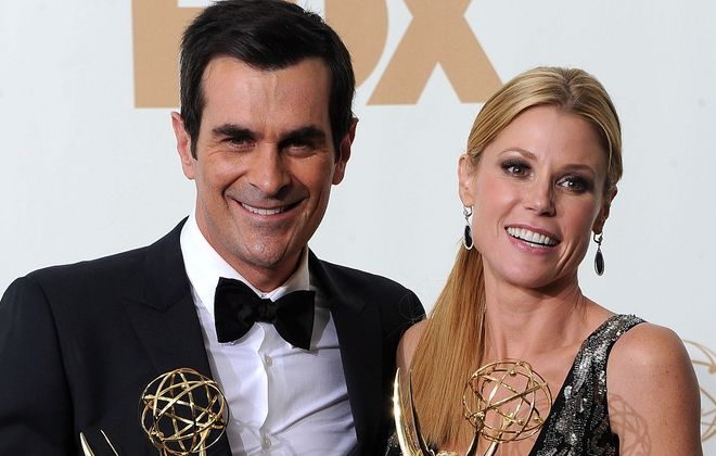"""Ty Burrell, who plays Phil Dunphy in """"Modern Family,"""" and Julie Bowen, who plays Claire Dunphy, accept an Emmy in 2011. (Getty Images)"""