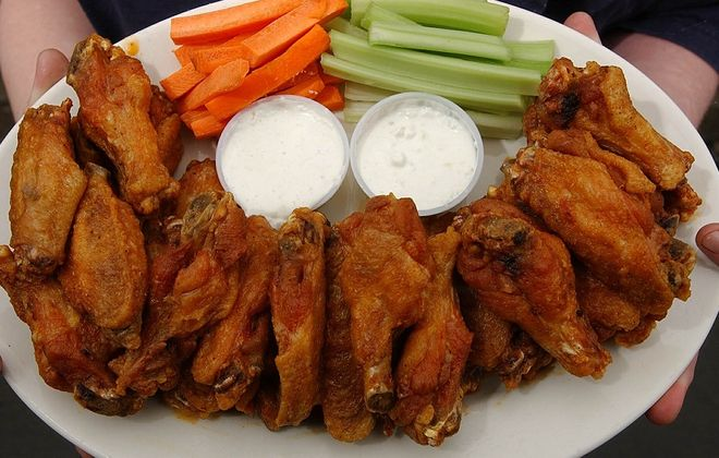 (to go with GUSTO STORY)  Chicken Wings at Doc Sullivan's, 474 Abbott Road, on Monday February 28, 2005. (PHOTO/harry scull jr)