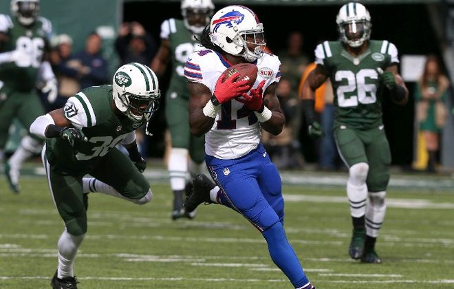 Sammy Watkins makes a long catch in the first quarter. (James P. McCoy/Buffalo News)