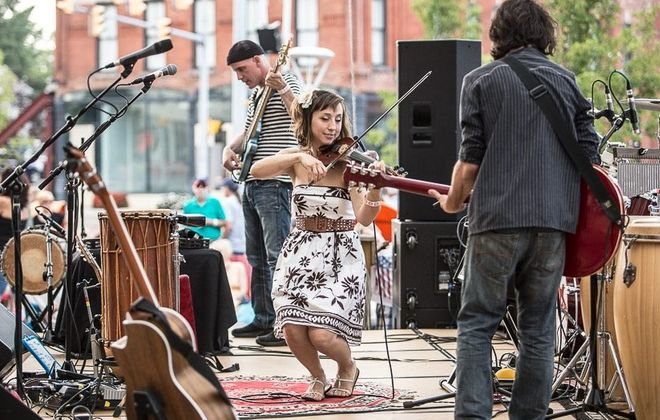 Erin Zindle and the Ragbirds perform Dec. 5 in the 9th Ward at Babeville. (Chuck Alaimo/Special to The News)