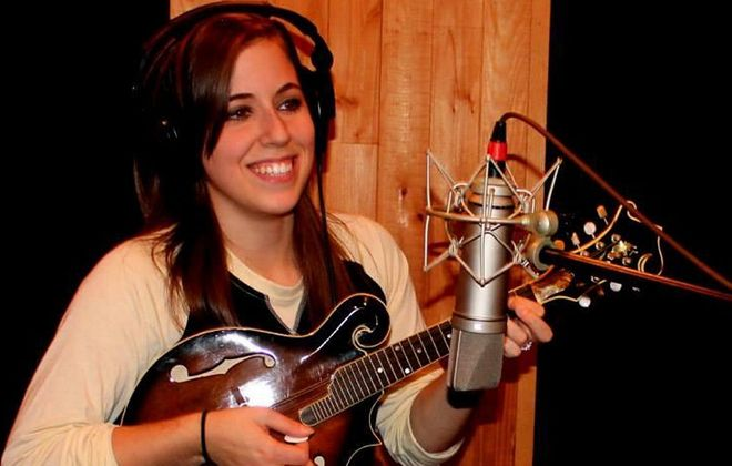 """Buffalo singer-songwriter Sara Elizabeth will perform as part of the 28th annual """"Cold Turkey: A Celebration of the Life and Music of John Lennon"""" in Nietzsche's Thursday."""