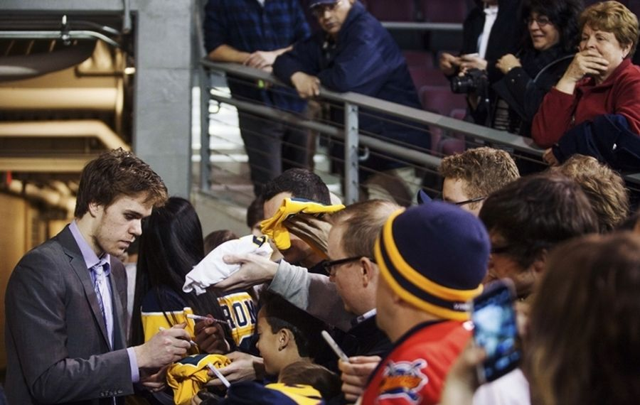 Erie Otters forward Connor McDavid, signing autographs after an Ontario Hockey League game in Erie, Pa., has been much in the thoughts of Buffalo Sabres General Manager Tim Murray. (New York Times)
