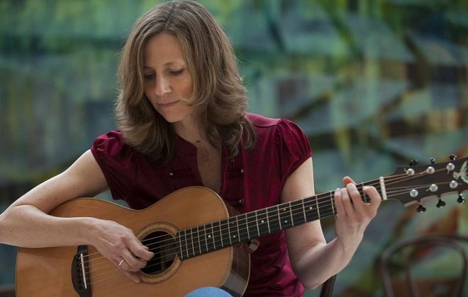 Tracy Grammer will perform Sunday in the Village Meeting House in Williamsville.