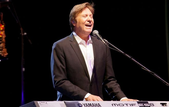 Robert Lamm, one of the original members of Chicago, will perform with the band Sunday night at Shea's Performing Arts Center.