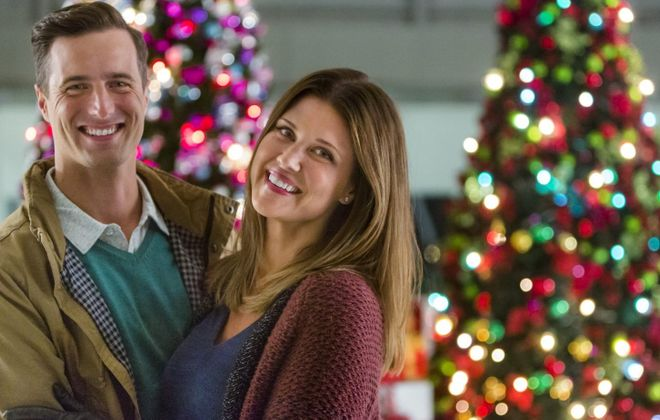 """Brendan Penny and Sarah Lancaster star in the new holiday movie """"'Tis the Season for Love,"""" premiering Sunday on Hallmark Channel."""