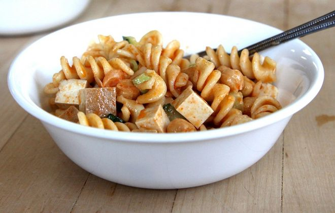 Smoked tofu pasta salad at Grindhaus Cafe, a vegan-vegetarian friendly restaurant on Allen Street that's now open. (Jenny Luk/Special to The News)