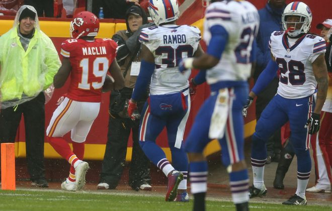Chiefs receiver Jeremy Maclin steps into the end zone ahead of Bills safety Bacarri Rambo and cornerback Ronald Darby, right.