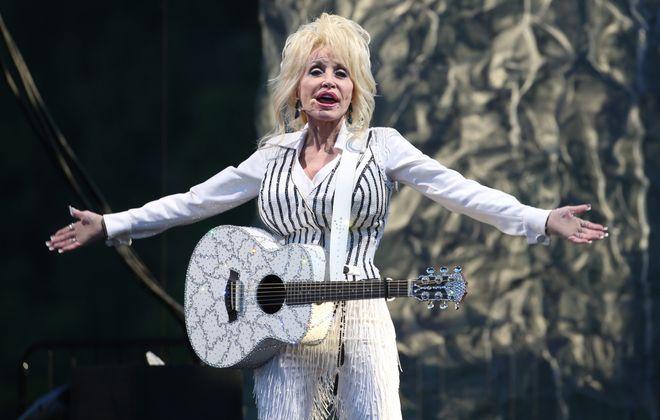Dolly Parton performs at Artwork in Lewiston, Sunday, June 12, 2016.  (Sharon Cantillon/Buffalo News)