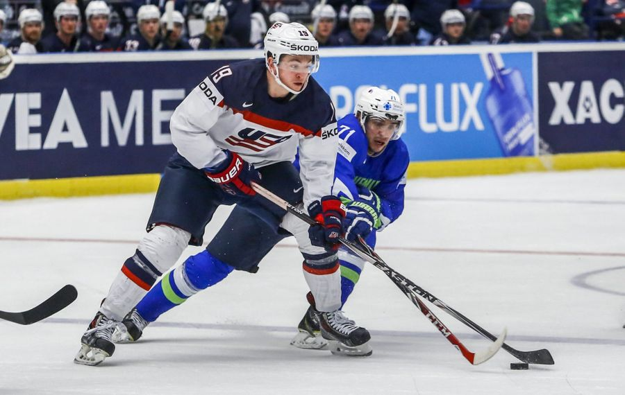 Former Harvard star Jimmy Vesey has begun meeting with other NHL teams