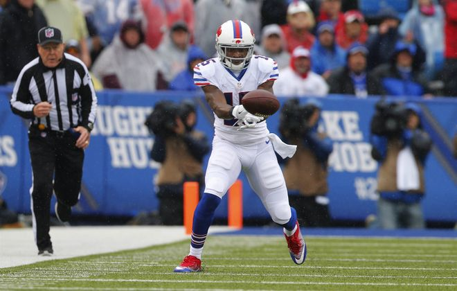 Brandon Tate can't hold on to a pass in the second quarter. (Mark Mulville/Buffalo News)