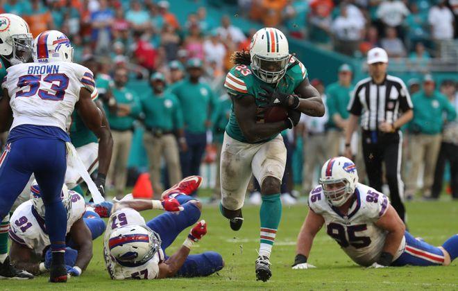 Miami Dolphins running back Jay Ajayi (23) beats Buffalo Bills defensive end Kyle Williams (95) in the fourth quarter. (James P. McCoy/Buffalo News)