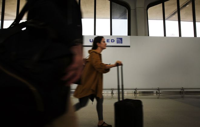 Flights into New York City have resumed after a brief suspension. (Getty Images)