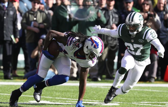 Sammy Watkins (14) catches a pass for a first down against New York Jets cornerback Darryl Roberts (27) during the first quarter of the Bills' season-ending loss.  (James P. McCoy/Buffalo News)