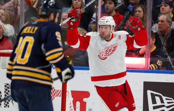 Thomas Vanek spent the summer looking for the right fit. (Harry Scull Jr./Buffalo News file photo)