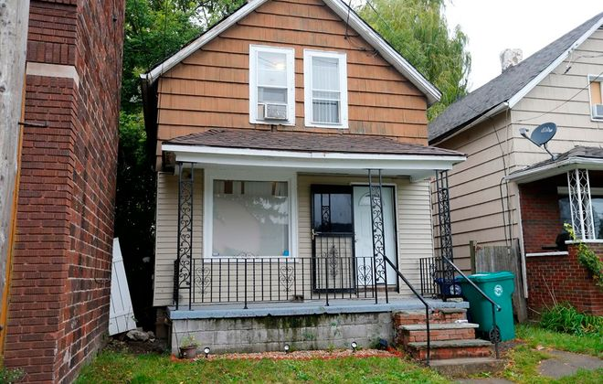 The house in Niagara Falls where Officer Thomas Rodgers shot Stacey M. Lewis during a drug raid on Sept. 28. (Mark Mulville/Buffalo News)