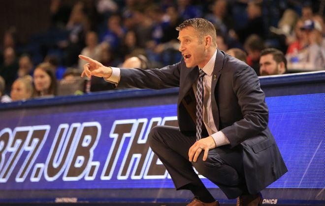 UB coach Nate Oats (Harry Scull Jr./Buffalo News)