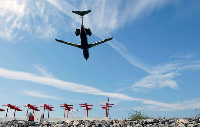 A plane lands at the Buffalo Niagara International Airport. (Derek Gee/News file photo)