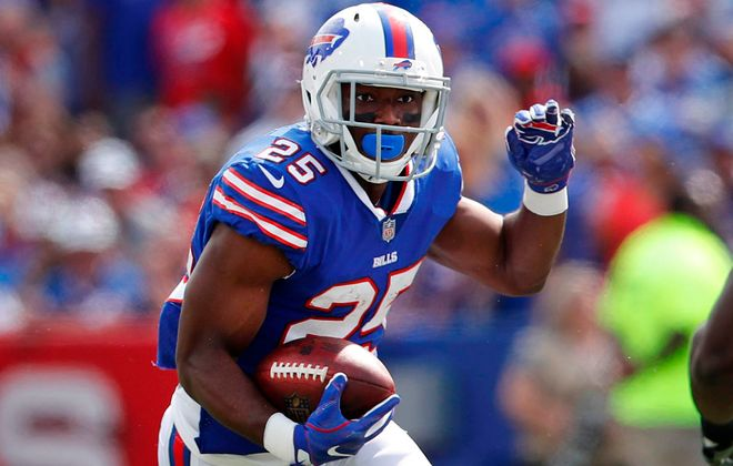 LeSean McCoy makes a cut, ready to leave defenders in the dust. (Mark Mulville/News file photo)