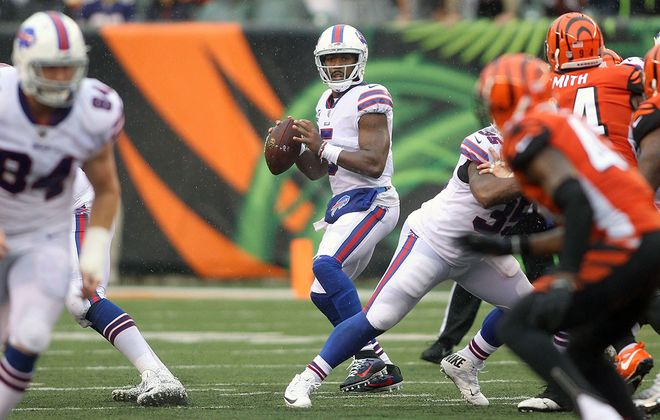 Tyrod Taylor drops back to throw a pass during the game against the Cincinnati Bengals on Oct. 8. (John Grieshop/Getty Images file photo)
