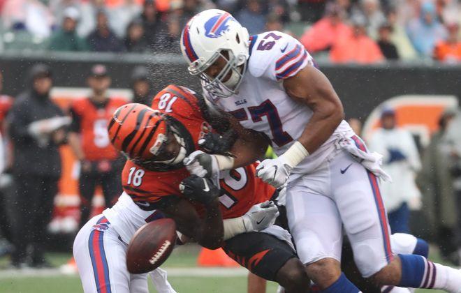 Bills linebacker Lorenzo Alexander again got a heavy workload in Week Five. (James P. McCoy / Buffalo News)