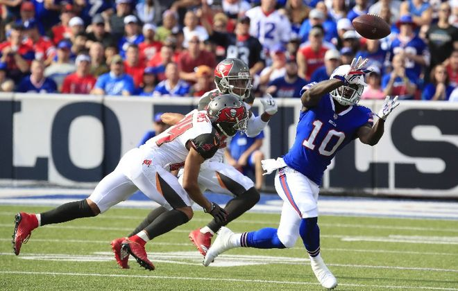 Buffalo Bills Deonte Thompson makes a catch against the Tampa Bay Buccaneers. (Harry Scull Jr./Buffalo News)