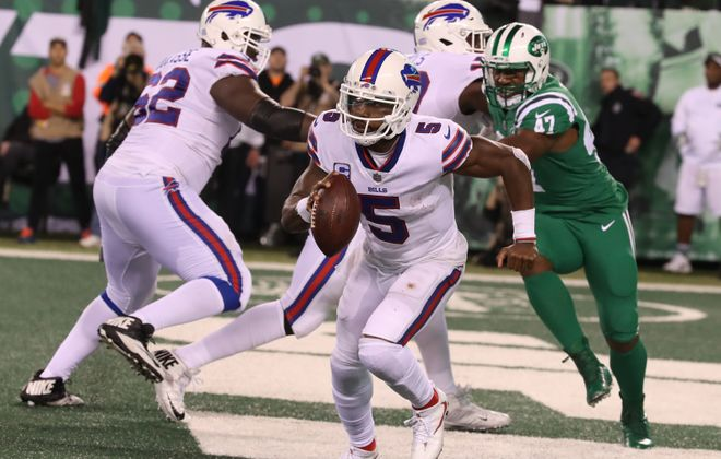 Buffalo Bills quarterback Tyrod Taylor (5) rushes for yardage in the third quarter at MetLife Stadium in New Rutherford, N.J., on Thursday, Nov. 2, 2017. (James P. McCoy/Buffalo News)