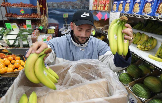 Guercio & Sons employee Shannon Beaver stocks bananas. (Sharon Cantillon/News file photo)