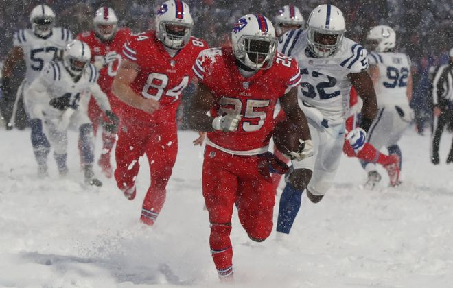 Buffalo Bills running back LeSean McCoy rushes  21 yards for the game-winning touchdown in overtime at New Era Field on Dec. 10, 2017.  (James P. McCoy/Buffalo News)