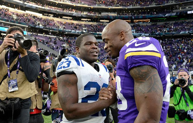 Frank Gore #23 of the Indianapolis Colts and Adrian Peterson #28 of the Minnesota Vikings greet each other after a game in 2016. (Photo by Hannah Foslien/Getty Images)