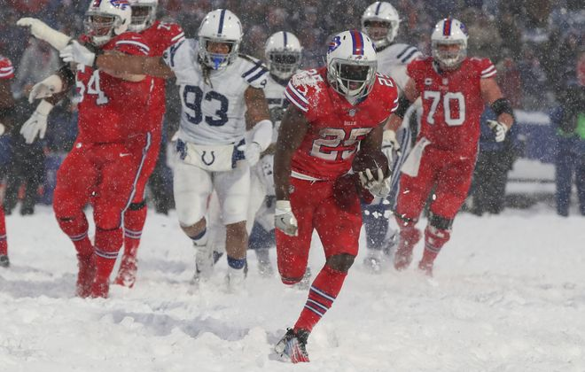 Buffalo Bills running back LeSean McCoy rushes 21 yards for the game-winning touchdown. (James P. McCoy/Buffalo News)