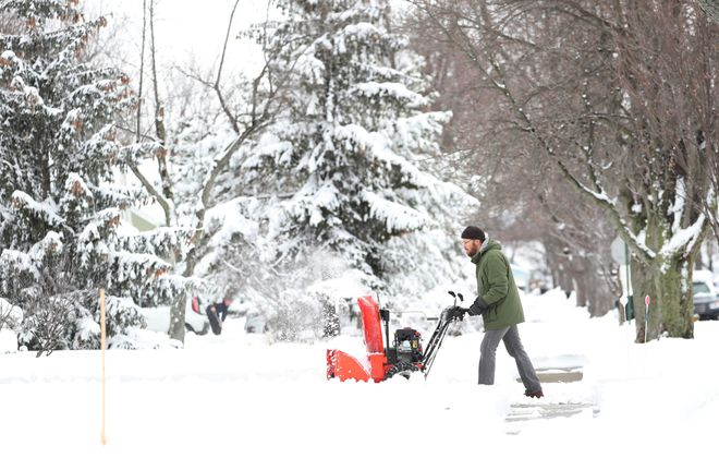 Eric Sawran, of Kelvin Drive in the Town of Tonawanda, snowblows his driveway. (Sharon Cantillon/Buffalo News)