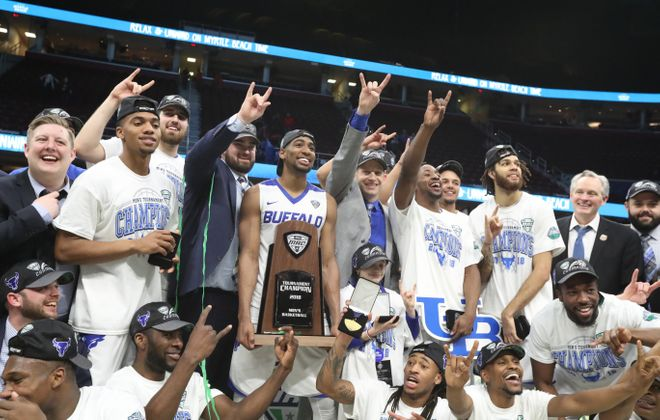 Buffalo Bulls head coach Nate Oats and his team celebrate their MAC championship. (James P. McCoy/Buffalo News)