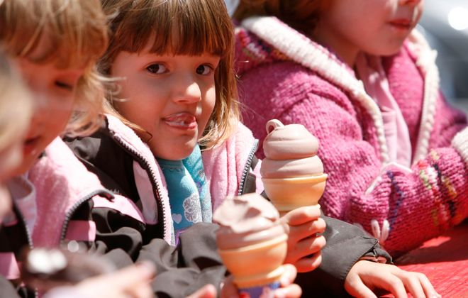 Holly Bauernfeind, 4, eats ice cream on a school field trip in 2008. (Sharon Cantillon/News file photo)