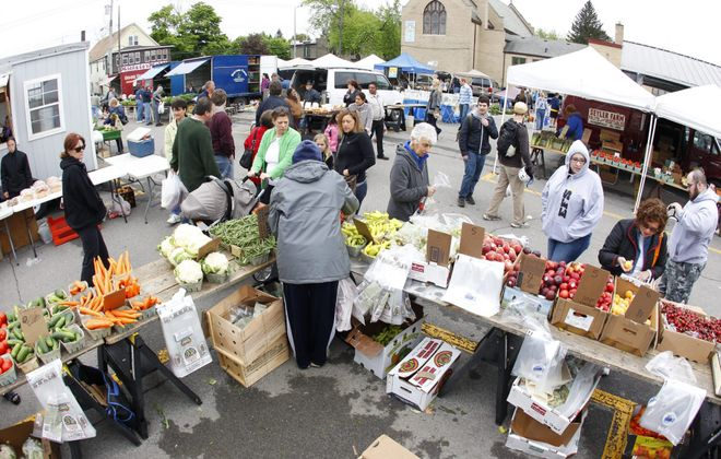 A University at Buffalo study underlines the need for expanding mobile and farmers markets as a way to improve the diets of people who live in low-income communities. (Harry Scull Jr./News file photo)