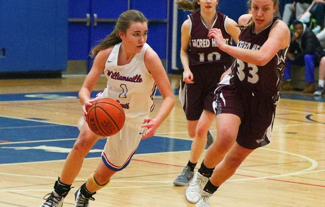 Hannah Dolan and Williamsville South are ranked No. 2 in the Buffalo News girls basketball poll. (James P. McCoy/Buffalo News)