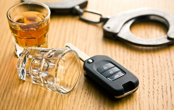 Woman held on DWI charges – after retrieving man arrested in DWI