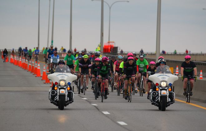 Cyclists take to the Skyway for the 2016 Skyride. (Mark Mulville/Buffalo News)