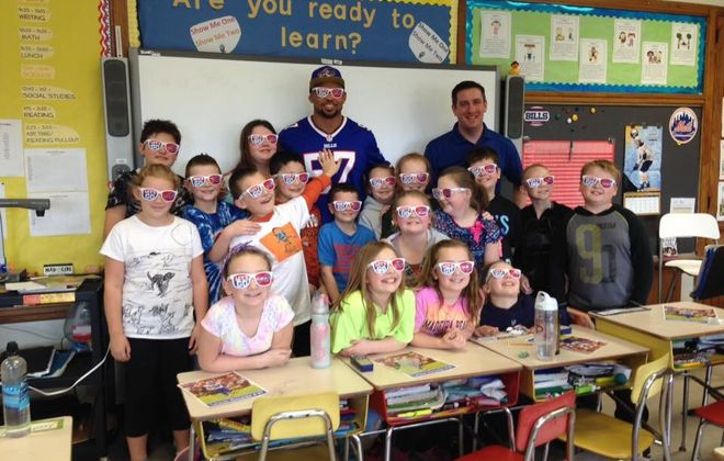 Buffalo Bills linebacker Lorenzo Alexander has formed a relationship with students at Pembroke Intermediate School, visiting classrooms and sponsoring reading contests over the past year. (Photo courtesy of Arron Brown)