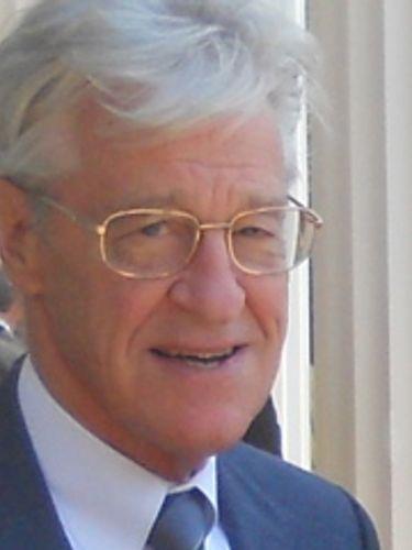 Robert W. Miller, 83, revered as athlete, coach and math teacher