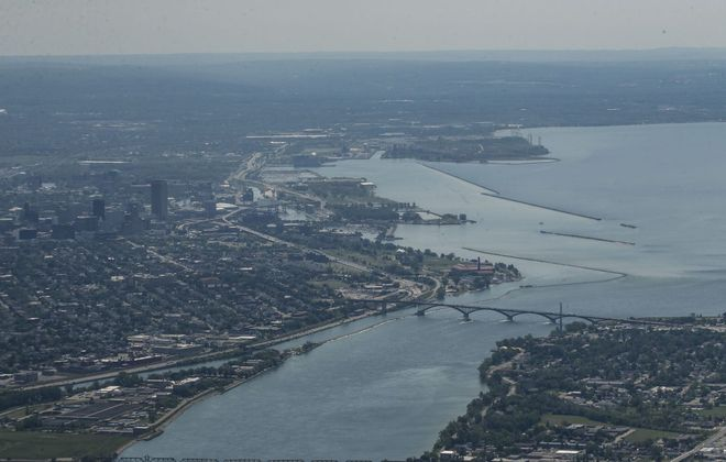 Lake Erie flows into the Niagara River between Buffalo and Fort Erie, Ont. (Derek Gee/News file photo)
