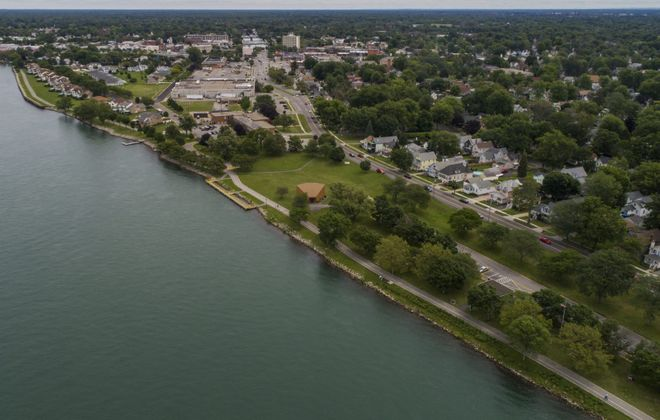 A view above the Niagara River of the Shoreline Trail running through the Town of Tonawanda. (Derek Gee/News file photo)
