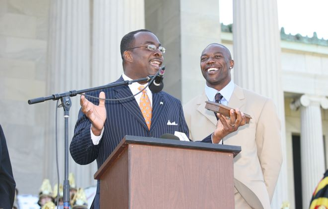 Buffalo Mayor Byron Brown gives Bills' Terrell Owens the key to the City of Buffalo on the steps of the Albright-Knox Art Gallery in Buffalo on May 18, 2009. (James P. McCoy/Buffalo News)