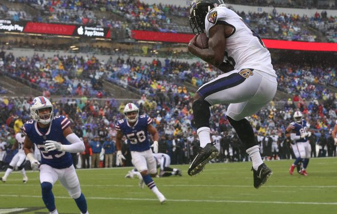 Ravens WR John Brown catches a TD pass. (James P. McCoy/Buffalo News)