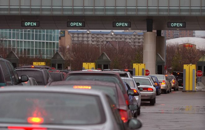 Cars wait in line at the Customs inspection for entry into the U.S. at the Rainbow Bridge. (News file photo)