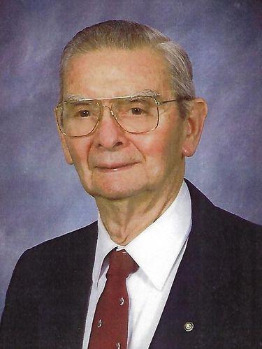 Robert B. Nachbar, 93, oral surgeon, sportsman, woodworker and pilot