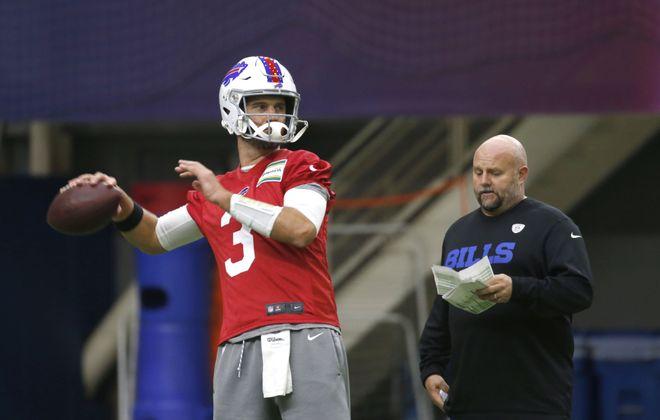 Bills QB Derek Anderson, with offensive coordinator Brian Daboll, is trying to prepare for his Bills debut (Robert Kirkham/Buffalo News)