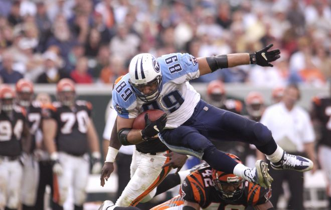 Former Titans tight end Frank Wycheck during his playing years. (Getty Images file photo)