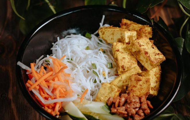 Yey's Cafe noodle bowl with spice paste crusted tofu, cucumbers, pickled carrot and daikon radish, and salted soybeans. (Yey's Cafe)